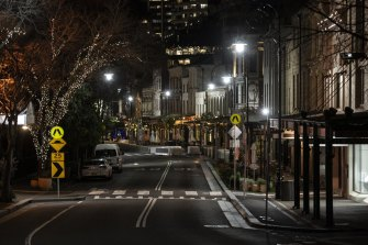 Experts are divided over whether a curfew could help drive down the COVID case numbers in Sydney.