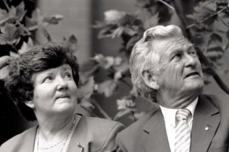 Bill Kelty says Joan Kirner, pictured here with Bob Hawke, built a broad political consensus during Victoria's last recession.