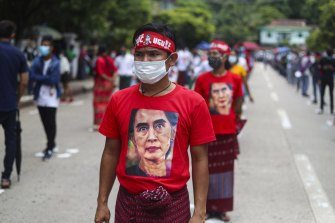 A man on July 19 wears a T-shirt imprinted with an image of Myanmar's leader Aung San Suu Kyi to mark the 73rd anniversary of the 1947 assassination of the country's independence heroes, including General Aung San, Suu Kyi's late father.