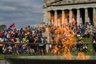 Thousands of people angry about vaccinations and lockdowns shut down parts of the city and descended on the Shrine of Remembrance on Wednesday.