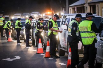 Police stop and question drivers at the NSW-Victorian border.