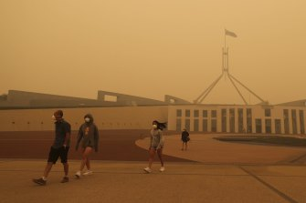 Visitors to Parliament House were forced to wear face masks after smoke from bushfires blanketed Canberra in a haze.