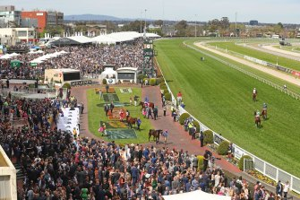 The Melbourne Racing Club has proposed to host a fully vaccinated crowd at this year's Caulfield Cup.