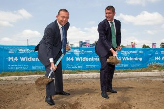 Digging in: Prime Minister Tony Abbott and NSW Premier Mike Baird at a WestConnex press call in 2015.