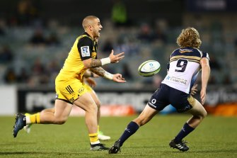 TJ Perenara playing for the Hurricanes against the Brumbies in the 2017 Super Rugby finals.