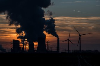 Business groups are calling on the federal government to take a net zero deadline to climate talks in Glasgow in November.