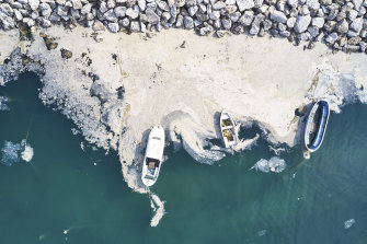 A massive clean-up has started to remove the thick, slimy substance from Turkey's Marmara Sea.