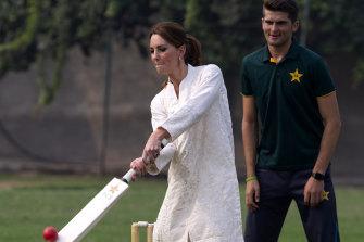 The competetive Princess Kate, Duchess of Cambridge, bats as Pakistani cricketer Shaheen Afridi looks on.