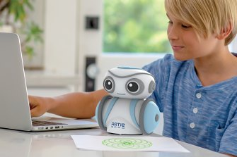 The robot would be a lot more accessible to a lot more kids if it supported a child-friendly language.