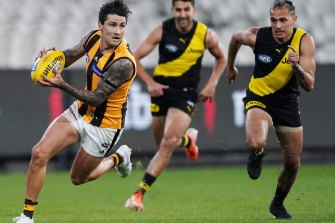 Hawthorn played in front and staye din front.