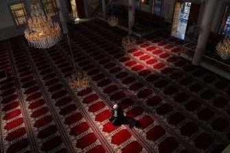 Auburn Gallipoli Mosque General Manager Ergun Genel prays alone due to the coronavirus on the first day of Ramadan.