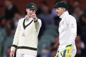 Tim Paine and Steve Smith chat about field placings during the second Test against Pakistan.