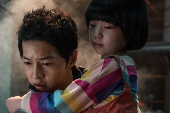 Song Joong-ki and Park Ye-rin in Space Sweepers.