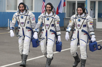 US astronaut Chris Cassidy (left) with Russian cosmonauts Anatoly Ivanishin and Ivan Vagner (right) prepare for their mission to the International Space Station, April 9, 2020.
