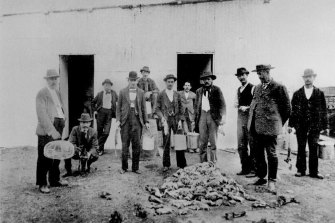 Destroying rats was one of the measures to thwart the spread of plague in Brisbane.