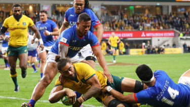 Lukhan Salakaia-Loto gets on the scoresheet for the Wallabies.