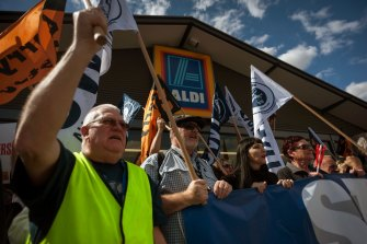 TWU members protest outside an Aldi supermarket in 2017, demanding 'safe rates' for truck drivers.