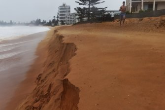 Massive surf causing beach erosion at Narrabeen beach in 2015