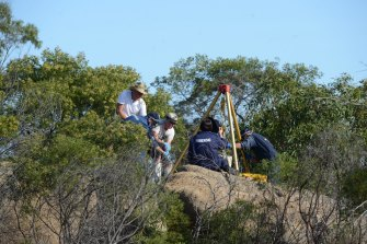 Police retrieve Wayne Amey's body from its hiding place on Mount Korong in December 2013.