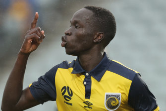 Alou Kuol celebrates a goal for the Mariners.