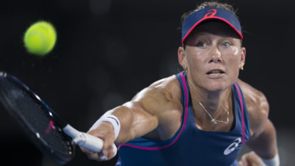 Samantha Stosur claims hard-fought win in front of home crowd