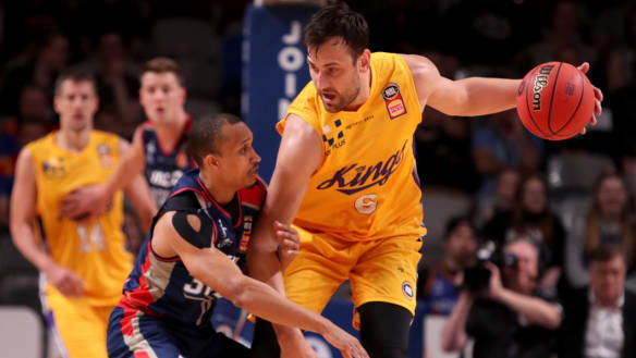 Bogut lives up to hype but Adelaide dethrone Kings again
