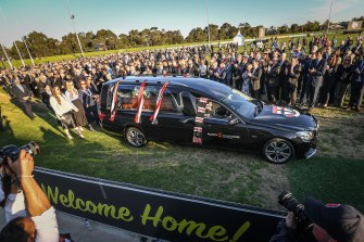 Fans pay tribute one last time as Danny Frawley's hearse does a lap of honour of Morabbin Oval.