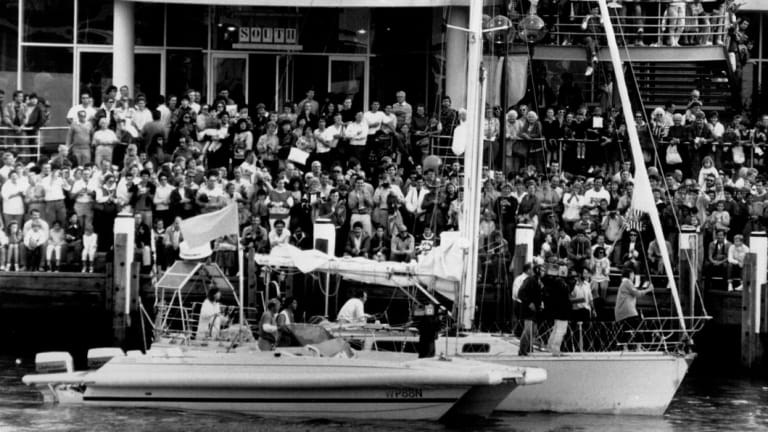 The crowd at Darling Harbour to greet Kay Cottee, June 05, 1988.