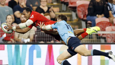 Full flight: Semisi Masirewa scores one of his two tries for the Sunwolves.