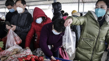 Masked Wuhan residents at a vegetable market in the city.