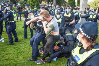 Protesters fighting with police when they were being arrested.