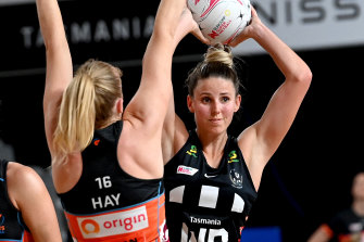Collingwood's Melissa Bragg looks to pass the ball at Nissan Arena.