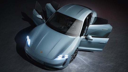 The cheaper 4S version sets itself apart with red-painted brake calipers, a front apron with new geometry and black side sills and rear diffusers, Porsche said.