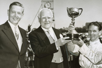 Presentation of the 1963 Melbourne Cup.  Left to right: Lord de Lisle, governor-general of Australia; Mr Malcolm Reid, owner of winning horse Gatum Gatum and Jim Johnson, jockey.
