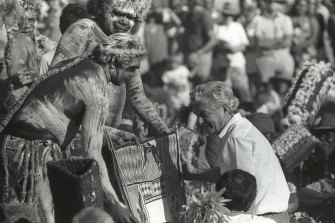 Prime minister Bob Hawke receives the Barunga Statement from Galarrwuy Yunupingu in 1988.