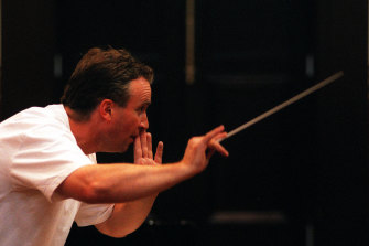 Jonathan Grieves-Smith conducting the Melbourne Chorale.