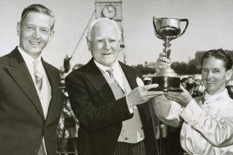 Presentation of the 1963 Melbourne Cup.  Left to right: Lord de Lisle, governor-general of Australia; Mr Malcolm Reid, owner of winning horse Gatum Gatum and Jim Johnson, jockey.