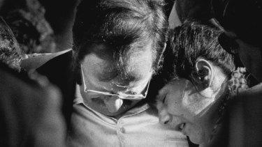 Lauren's parents Derek and Jurina Hickson at her funeral in 1989.