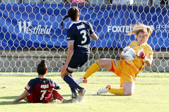 Adelaide United couldn't get past Victory keeper Gabriela Garton.
