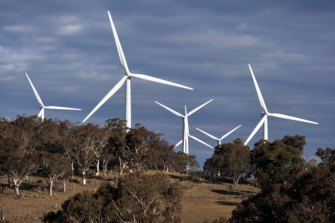 Australia's wind and solar resources leave it well placed to take advantage of the global shift away from fossil fuels, the ANU says.
