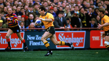 David Campese of the Wallabies makes a break during the Australia v New Zealand semi final match during the 1991 Rugby Union World Cup.