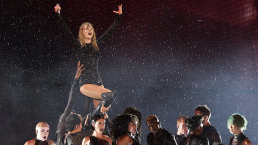Rain delayed the start of Taylor Swift's Sydney show but did not dampen her singer-songwriter soul.