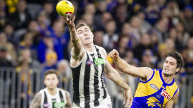 Mason Cox spent more time in the ruck, freeing up Brodie Grundy and Will Hoskin-Elliott played in defence.