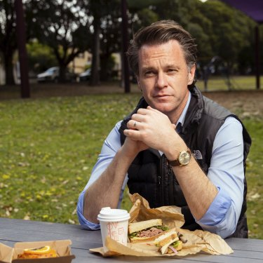 Labor look: Opposition Leader Chris Minns lunches in a Carlton park on sandwiches from Love of Beans.