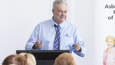 Asbestos Diseases Foundation of Australia president Barry Robson speaks in 2017.