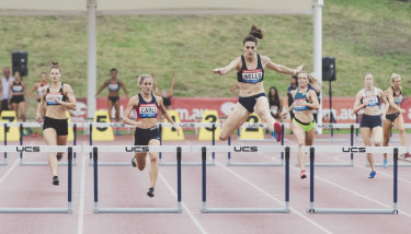 Lauren Wells running at the Canberra Track Classic on January 28.