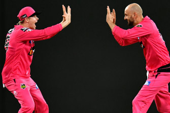 Steve Smith and Nathan Lyon celebrate the big wicket of BBL player of the season Marcus Stoinis.