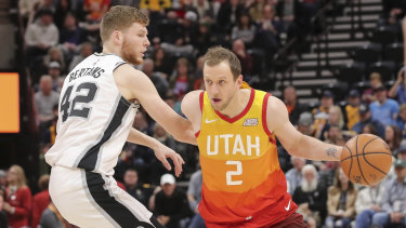 Joe Ingles in action during the win over San Antonio.