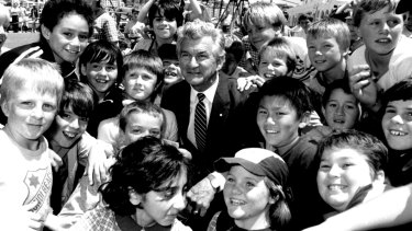 Bob Hawke surrounded by children at Bondi Public and Plunkett Street schools in 1985.