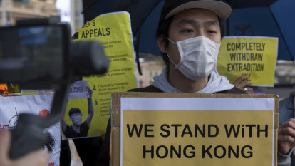 'Free Hong Kong': Melbourne demonstrators hold placards in solidarity